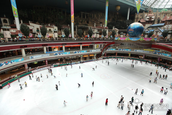 ice rink at lotte world